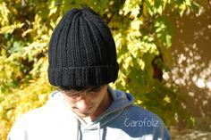This is the super simple model, perfect for an improvised gift. Crochet Motif, Diy Crochet, Slouchy Beanie, Crochet Slippers, Knitting Accessories, Hats For Men, Lana, Hand Knitting, Knitted Hats