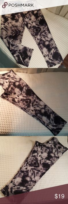 "Onzie Yoga Capris Black, White & Gray yoga capris. Form fitting & stretchy. 82% polyester,  18% spandex. 20"" inseam Thick elastic waistband. Size M/L . Used only once or twice. Onzie Pants Leggings"