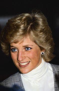 03 May 1988, London, England, UK --- Princess Diana smiles. --- Image by © Tim Graham/CORBIS