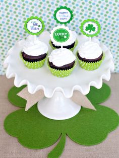 St. Patrick's Day cupcake toppers - make them