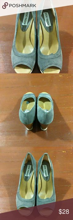 """*Steve Madden* Wedges Gray Suede *Steve Madden* Sz 6.5, Very comfortable, Wedge measures 4"""", In Excellent Used Condition!! From a smoke free home!! Steve Madden Shoes Wedges"""