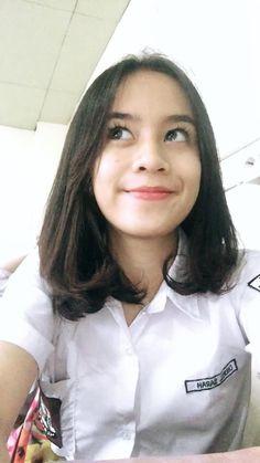 gintooki AD's media content and analytics School Uniform Girls, High School Girls, High School Seniors, Indonesian Girls, Girl Hijab, Bellisima, Poker, Beauty Women, Pretty Girls