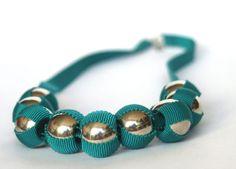 Collar verde azulado del grosgrain cinta y plata por CarolynWaweru, $180.00