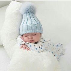 babyblue.quenalbertini: Baby blue wool hat | gabyta angeles