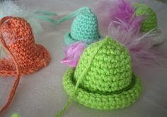 Carinas virkning: Små hattar till påskriset Crochet 101, Free Crochet, Crochet Hats, Crochet Ideas, Easter Crochet, Chrochet, Ravelry, Free Pattern, Knitting