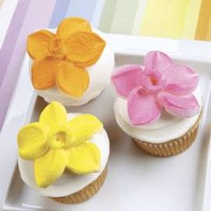 Marshmallow Petal-Topped Cupcakes - How do your marshmallow flowers grow? They grow beautifully when trimmed into petals, sprayed with Color Mist food color spray and planted atop a tasty cupcake! Easter Cupcakes, Cute Cupcakes, Cupcake Cookies, Cupcake Toppers, Delicious Cupcakes, Cupcakes Flores, Flower Cupcakes, Petal Cupcakes, Marshmallow Flowers