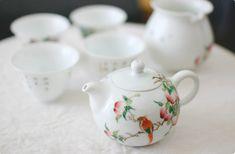 本物の味をどうぞ! 風清堂 鳥の中国茶器 茶壺(急須)    #bird #tableware #tea #utensils #torimizuki Chinese Tea, Taiwan, Tea Time, Hong Kong, Bowls, Tea Pots, China, Tableware, Happy
