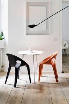 """Aufgrund seiner Beschaffenheit kann der """"Bell Chair"""" vielseitig eingesetzt werden. (Foto: Magis) #grcic #magis #bellchair #adgermany"""