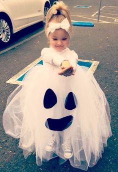 Costume Halloween fai da te: per ragazza, bambini e.- Costume Halloween fai da te: per ragazza, bambini e…… - Ghost Halloween Costume, Theme Halloween, First Halloween, Family Halloween Costumes, Halloween Kids, Ghost Costume For Kids, Ghost Costumes, Ghost Girl Costume, Children Costumes