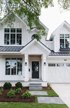 White exterior paint color How to choose the right white paint color for exteriors White siding exterior paint color White Farmhouse Exterior, White Exterior Houses, Dream House Exterior, Exterior Paint, Exterior Design, White Houses, Exterior Homes, Urban Farmhouse, White Siding