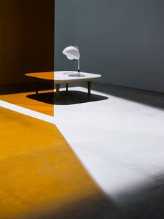 See the different versions of the FLY table here: http://www.andtradition.com/the-collection/10-tables/1787-fly-table---sc4/