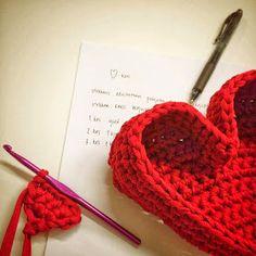 heart shape - crochet pattern in Finnish by Paapo: tammikuuta 2014 Crochet Stitches, Knit Crochet, Crochet Patterns, Crochet Tutorials, Valentine Activities, Crochet Fashion, Heart Shapes, Knitted Hats, Free Pattern