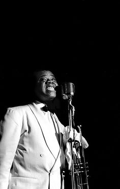 Louis Armstrong singing, Los Angeles, 1950 - by Bob Willoughby