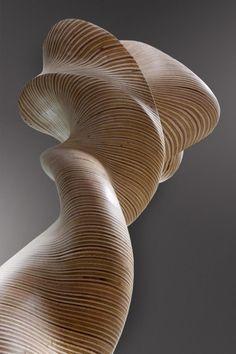 Christina Jekey - Toth t'aime, alors danse; Dimensions : 74cm x 67cm x 168cm; Matière : Multiplex; Année : 2011
