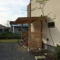 ついに完成しました~! すべて自作の日曜大工。木製サイクルポート。 日曜日ごとに徐々に徐々に工事を進め、ようやく今日に至りました。 スコ...