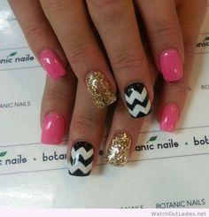 Botanic nails pink, gold, black and white