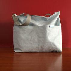 Tasche aus beschichtetem Leinenstoff Tote Bag, Bags, Fashion, Oilcloth, Artificial Leather, Linen Fabric, Handbags, Moda, Fashion Styles