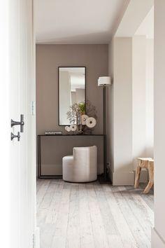 "Foto: Anneke Gambon ‐ ""Stijlvol Wonen"" ‐ © Sanoma Regional Belgium N. Project Woonhuis: Violier at Home Home And Living, Living Room, Zen Style, Belgian Style, Bedroom Loft, Wall Colors, Colours, Clean Design, Beautiful Interiors"
