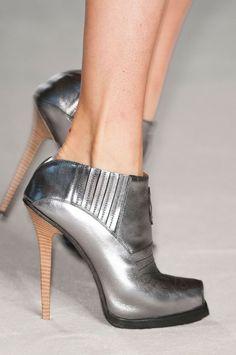 #Shoes #Metallic #Fashion #Style #Editorial #Moda #Model #Inspiration #BiographyInspiration