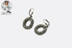 A simple and chic #earrings by #FloNewAge
