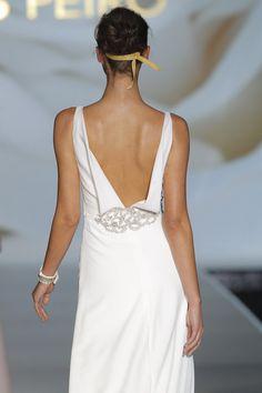 Novias de espaldas interminables #boda #vestidos