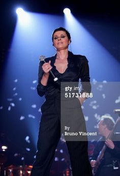 Title:	  Produced By Trevor Horn - A Concert For The Prince's Trust  Caption:	 LONDON - NOVEMBER 11: Singer Lisa Stansfield performs on stage at 'Produced By Trevor Horn - A Concert For The Prince's Trust' at Wembley Arena on November 11, 2004 in London. The concert celebrates Horn's 25 years as one of the world's most successful music producers and raises money for youth charity The Prince's Trust. (Photo by Bruno Vincent/Getty Images)  Date created:	 11 Nov 2004