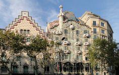 If you are a first timer in Barcelona you must see the major Gaudi's masterworks La Sagrada Familia and . Barcelona Hd, Barcelona Vacation, Barcelona Travel, Camp Nou, Salvador Dali, Art Nouveau Arquitectura, Antonio Gaudi, New Amsterdam, Building Facade