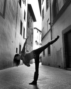 Yoga In Florence & Rome by Robert Sturman Florence Pictured: Ashika Gogna Loved and pinned by www.downdogboutique.com #Yoga