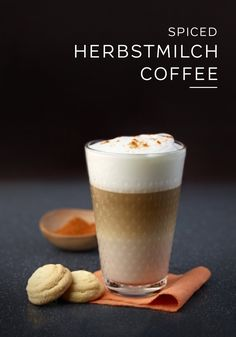 This Spiced Herbstmilch Coffee recipe from Nespresso is a delicious way to warm yourself up on a cold winter's day. Savor the hint of heat that this drink provides thanks to the combination of chili powder, almond, and chocolate. You'll love the way that this easy coffee recipe highlights the bold flavor of Dulsão do Brasil.
