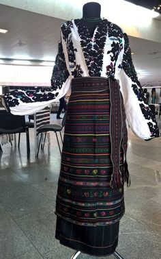 Traditional female attire of Borshchiv area (Ternopil region, Western part of Ukraine) Folk Costume, Costumes, Xenia, Embroidered Clothes, Embroidery Techniques, Traditional Outfits, Fancy Dress, Embroidery Patterns, Ukraine