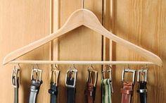Organiza tus cinturones con una percha.jpg