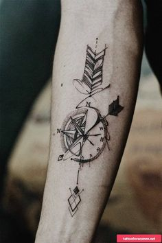 ▷ 1001 + unique and inspiring man tattoo designs - ArchZine FR - - ▷ 1001 + modèles de tatouage homme uniques et inspirants the most beautiful tattoos, how to choose the tattoo design, drawing compass with arrows - Mens Arrow Tattoo, Arrow Compass Tattoo, Compass Tattoo Design, Arrow Tattoo Design, Arrow Tattoos, Forearm Tattoos, Body Art Tattoos, Sleeve Tattoos, Arrow Design