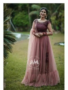Indian Gowns Dresses, Indian Fashion Dresses, Indian Outfits, Skirt Fashion, Evening Dresses, Long Skirt Top Designs, Long Skirt And Top, Long Dress Design, Elegant Dresses Classy