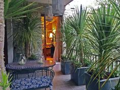 Outdoor in stile coloniale - via @livingcorriere