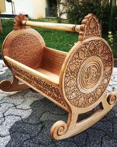 Doğal Ahşap El Oyması Selçuklu ve Özbek motifli Geleneksel Beşik. Son dokunuşlarda yapıldı. Çok şükür. :) #nahtsanatii #ahşap #beşik #ahşapbeşik #sanat #tasarim #desing #wood #woodworking