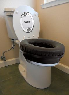 Bose Noise Canceling Toilet - Silence Your Farts with Cool Technology ---- best hilarious jokes funny pictures walmart humor fail Best Funny Pictures, Funny Photos, Funny Images, Fail Pictures, Bose Noise Cancelling, Computer Humor, Good Environment, Cool Technology, Listening To Music