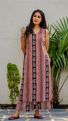 Indian Gowns Dresses, Indian Fashion Dresses, Indian Designer Outfits, Stylish Summer Outfits, Stylish Dresses For Girls, Kurta Designs Women, New Kurti Designs, Beautiful Casual Dresses, Stylish Tops For Women