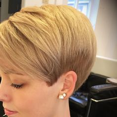 The Best 60 Most Popular Pixie And Bob Short Hairstyles 2019 - - New Hair Styles Short Hair Back, Short Grey Hair, Medium Short Hair, Short Hair Cuts For Women, Short Hairstyles For Women, Hairstyles Haircuts, Straight Hairstyles, Short Hair Styles, Trendy Hairstyles