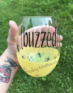 Buzzed Wine Glass Peek-a-boo Glitter Wine Glass Bee Wine Glitter Wine Glasses, Diy Wine Glasses, Custom Wine Glasses, Decorated Wine Glasses, Hand Painted Wine Glasses, Glitter Tumblers, Glitter Cups, Wine Tumblers, Christmas Wine Glasses