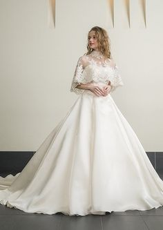 The Bridal Fashion Week for 2019 has come and gone, and it did not disappoint. Wedding Dress Trends, Wedding Gowns, Bridal Skirts, Bride Gowns, Bridal Fashion Week, Mode Vintage, Beautiful Dresses, Smoking, Marie