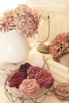 Gorgeous crochet roses-I want to make these,  Kind lady gave link to directions but I don't read German and blog would not let me translate.  Bummer!!