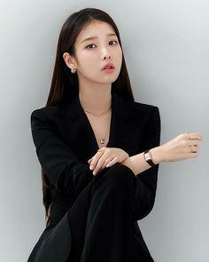 Korean Street Fashion, Blackpink Fashion, Girl Photo Poses, Girl Photos, Korean Girl, Asian Girl, Iu Twitter, Iu Hair, Miss Girl