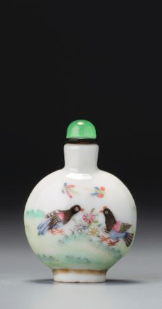 A FAMILLE-ROSE PORCELAIN 'PEKINESE AND DOVES' SNUFF BOTTLE SEAL MARK AND PERIOD OF DAOGUANG 4.8 cm., 1 7/8  in.