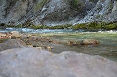 Die #Natur Zauberei vom #Flussufer aus beobachten - #Felsen und #Fluss sind Quellen der Inspiration