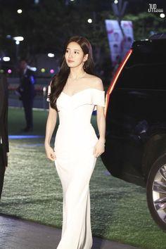 [Naver Post] Suzy the Baeksang Arts Awards Kpop Fashion, Cute Fashion, Korean Beauty, Asian Beauty, Minimal Wedding Dress, Award Show Dresses, Miss A Suzy, Bae Suzy, Korean Actresses