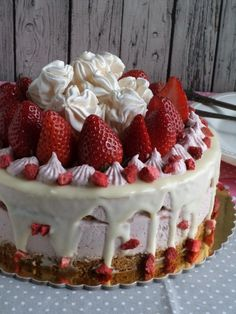 Best Chocolate Cake, Cake Cookies, Breakfast Recipes, Cake Decorating, Sweet Treats, Cheesecake, Deserts, Strawberry, Food And Drink