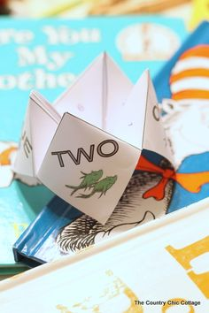 Dr Seuss Activity - Cootie Catcher FREE Printable - The Country Chic Cottage Dr Seuss Activities, Fish Activities, Book Activities, Dr Seuss Day, Dr. Seuss, Red Fish Blue Fish, One Fish, Catcher, Dr Seuss Crafts