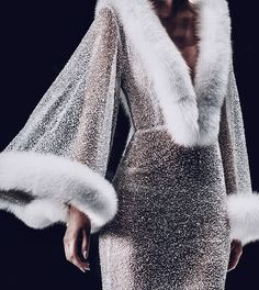 Check out these womens fashion clothes 4513 Runway Fashion, High Fashion, Fashion Beauty, Fashion Show, Fashion Outfits, Womens Fashion, Fashion Design, Fashion Tips, Fashion Trends