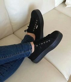 Imagem de shoes, black, and jeans