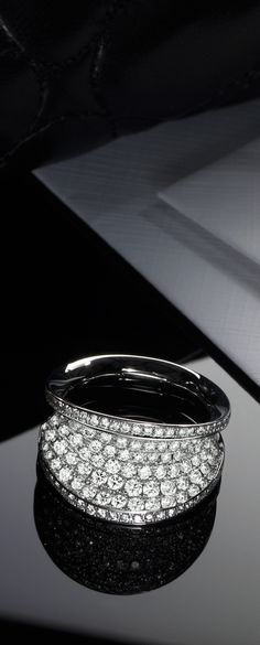 Chopard IMPERIALE ring set with a myriad of diamonds